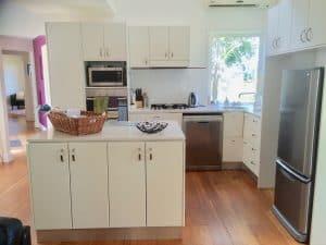 Berry Accommodation Luxury Villa kitchen