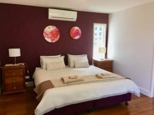 Berry Accommodation Luxury Villa lower bedroom